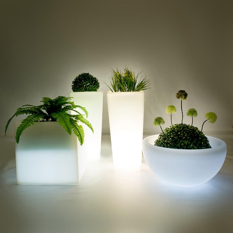 Светодиодные подставки для цветов, деревьев. Вазоны.